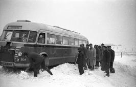 bus in sneeuw