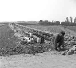 aanleg van de spoorlijn naar Dow Chemical