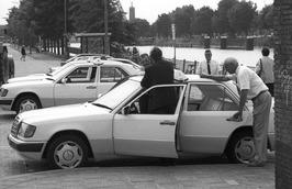 taxi standplaats bij station
