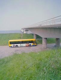 bus Zuid-West-Nederland bij Oosterscheldebrug
