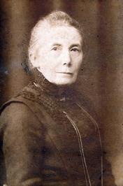 moeder van burgemeester C.A. van Woelderen van Vlissingen; geb. 1853