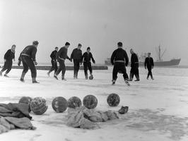 training op het bevroren strand