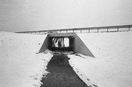 tussen Oud Vossemeer - Sint Annaland; sneeuw; fietstunnel