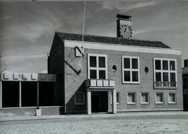 gemeentehuis en muziekkiosk