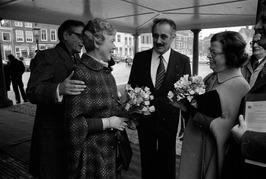 Opening kantoor Zeeuwse aannemers op het Damplein. Links burgemeester P.A. Wolte…