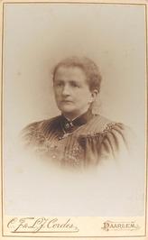 Wilhelmina, geb. Amsterdam 30-08-1845, overl. Haarlem 24-01-1908. Gehuwd met Sal…