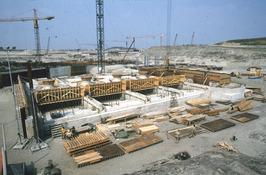 bouw sluizen in stormvloedkering