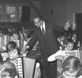 uitvoering accordeongroep van jeugdorkest Semper Gaudéte