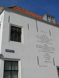 muurgedicht Altijd de Zee van Anneke Schenk op de hoek van de Herenstraat-Turfka…