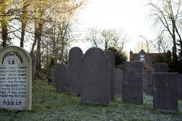 Graven op de Asjkenazische begraafplaats aan de Walensingel.