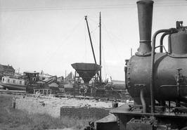 aanleg Rijksweg 18 tussen Sint Philipsland en Anna Jacobapolder; links station R…