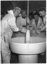 Was- en kleedlokaal op de afbouwkade, 1955.