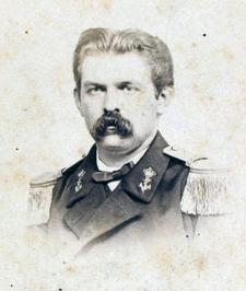 in uniform van de Koninklijke Marine
