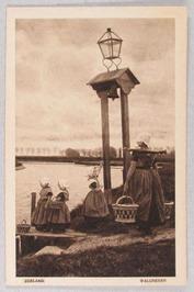visverkoopster met juk; lantaarnpaal; overzetveer; Als men aan de bel trekt vers…
