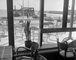 Veer Perkpolder Kruiningen. Zicht op de Veerhaven van Kruiningen vanuit het café…