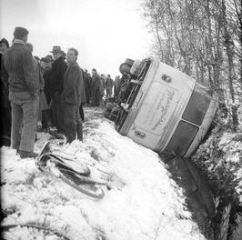 bus met turners verongelukt, sneeuw