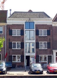 Pakhuis de Moriaan, nr. 30, vanaf 1654 door de West Indische Compagnie. Nu zit e…
