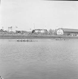 Roeiwedstrijd Middelburg tegen zusterstad Folkestone. Op de achtergrond de Hoge …