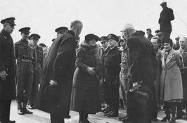 koningin Wilhelmina passeert de Nederlandse grens