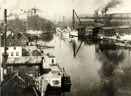 in het dok de torpedojagers Bulhond en Jakhals, op de noordhelling in aanbouw ss…