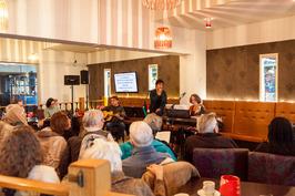 Zing Mee Met Me in CineCafé, bedoeld om de Nederlandse taal te bevorderen. V.l.n…