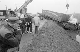 vrachtwagen van de weg geraakt
