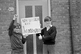 Roel (links) en Eddy Engels voeren actie voor kunstijsbaan.