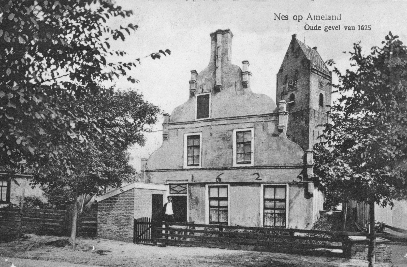 Nes op ameland oude gevel van 1625 - Oude huis gevel ...